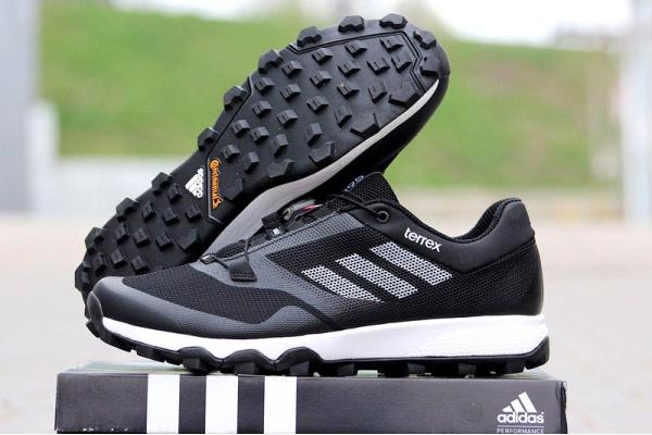 Мужские кроссовки Adidas Terrex Trailmaker черные с белым