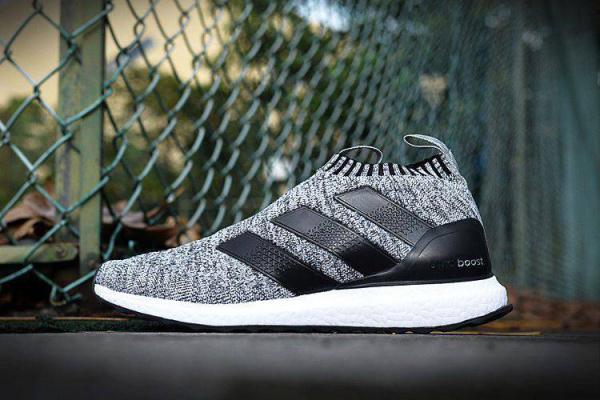 Мужские кроссовки Adidas Ultra Boost Mid серые с черным