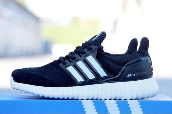 Мужские кроссовки Adidas Ultra Boost Yeezy 350 Sole черные с белым