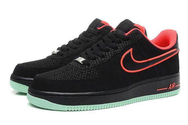 Мужские кроссовки Nike Air Force 1 Low черные с зеленым