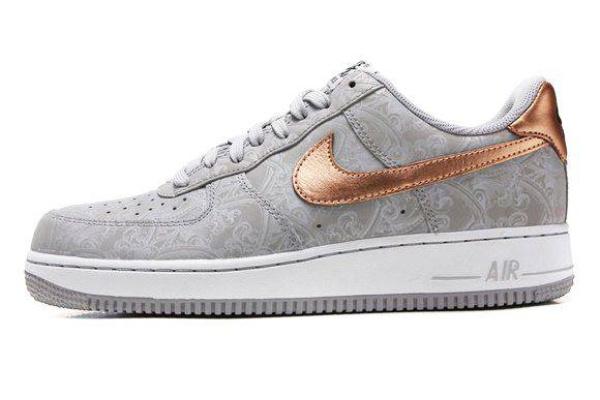 Мужские кроссовки Nike Air Force 1 Low серые с золотым