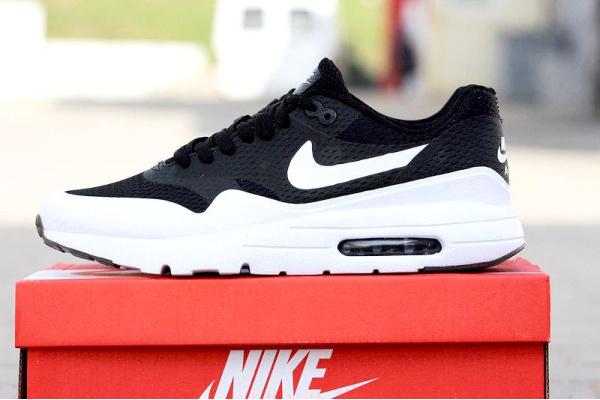 Мужские кроссовки Nike Air Max 1 Ultra Flyknit черные с белым
