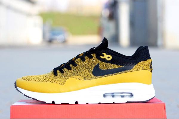 Мужские кроссовки Nike Air Max 1 Ultra Flyknit желтые с черным