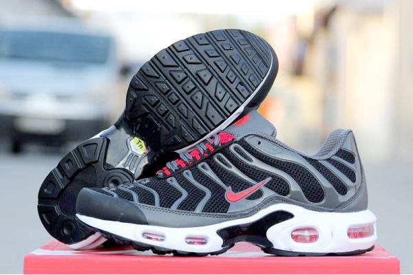 Мужские кроссовки Nike Air Max 95 TN Plus черные с красным
