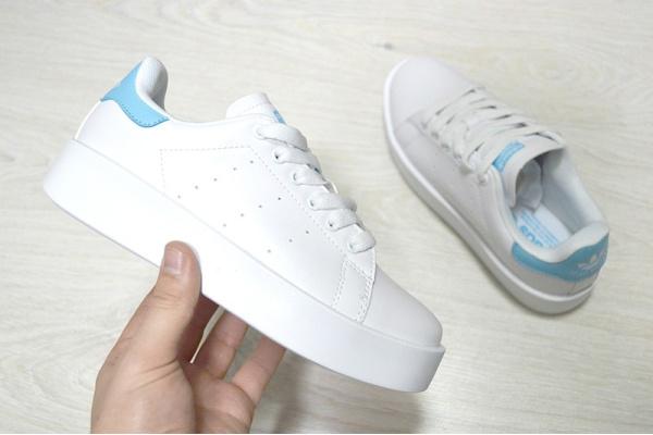 Женские кроссовки Adidas Originals Stan Smith Bold белые с голубым