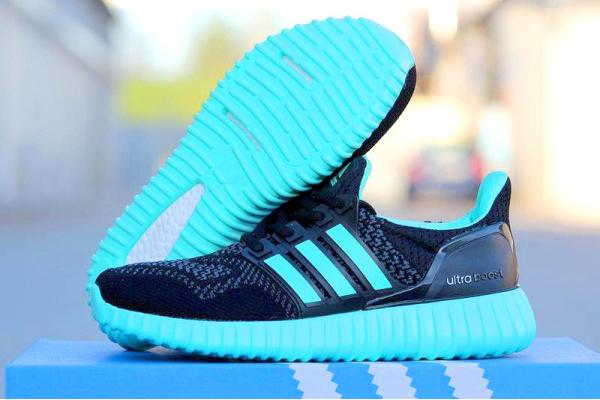 Женские кроссовки Adidas Ultra Boost Yeezy 350 Sole черные с бирюзовым