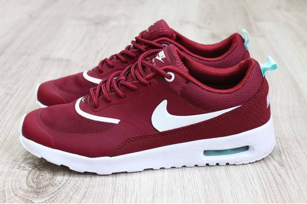 Женские кроссовки Nike бордовые с белым