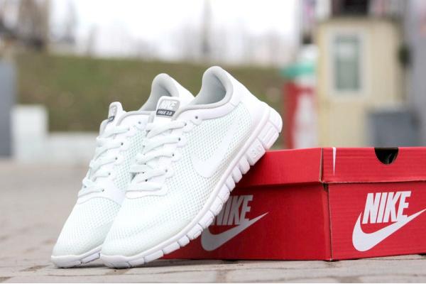 Женские кроссовки Nike Free Run 3.0 белые