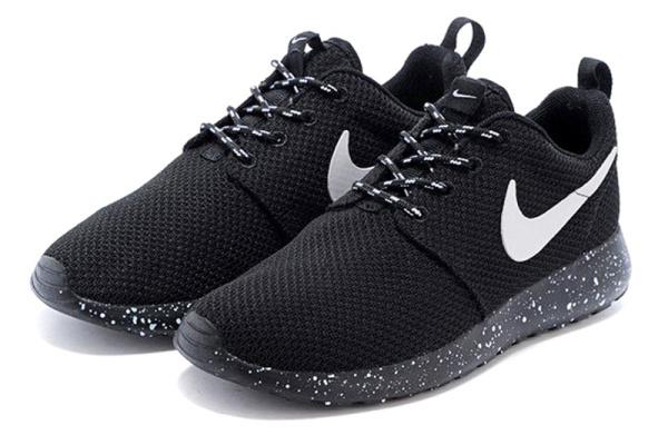 Женские кроссовки Nike Roshe Run Low черные