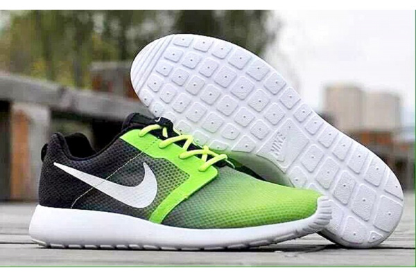 Женские кроссовки Nike Roshe Run Low черные с зеленым