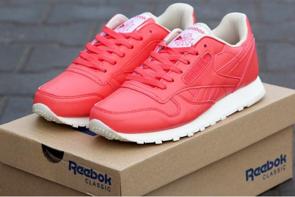 Женские кроссовки Reebok Classic коралловые