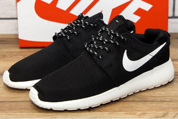 Мужские кроссовки Nike Roshe Run черные с белым