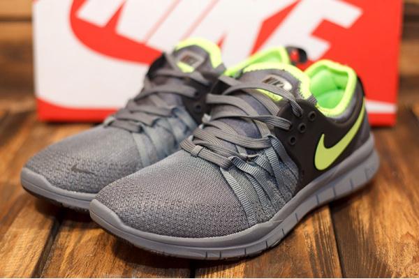 Женские кроссовки Nike Training 5.0 серые с зеленым