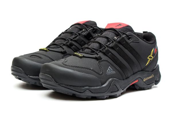 Мужские кроссовки для активного отдыха на меху Adidas Terrex Swift R GTX черные с красным