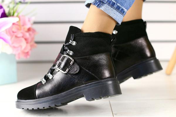 Женские ботинки на меху черные