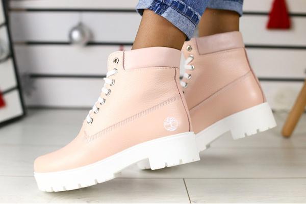 Женские ботинки на меху пудровые