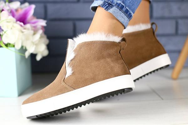 Женские ботинки на меху светло-коричневые