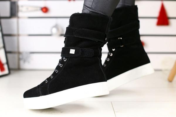 Женские ботинки на меху UGG Australia черные