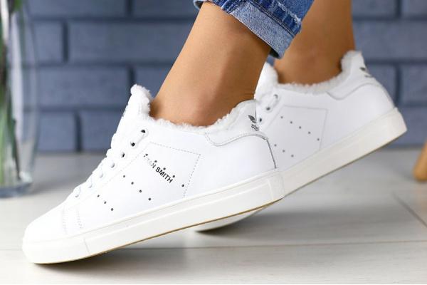 Женские кроссовки на меху Adidas Stan Smith белые