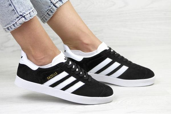 Женские кроссовки Adidas Gazelle черные с белым