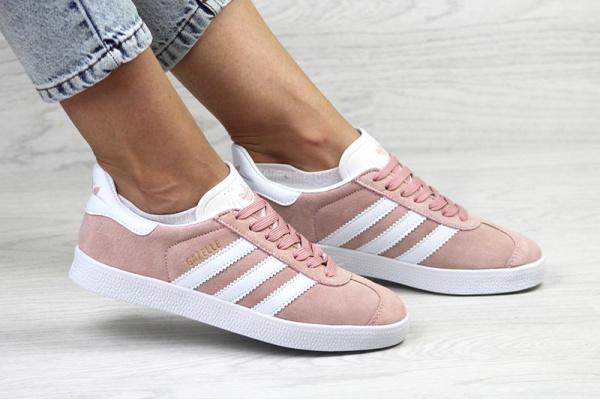 Женские кроссовки Adidas Gazelle пудровые с белым