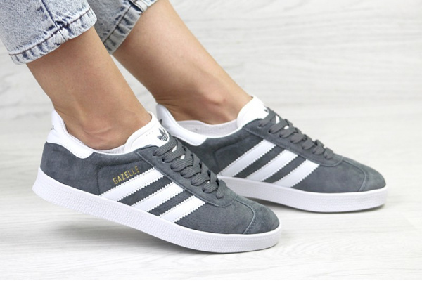 Женские кроссовки Adidas Gazelle темно-серые с белым