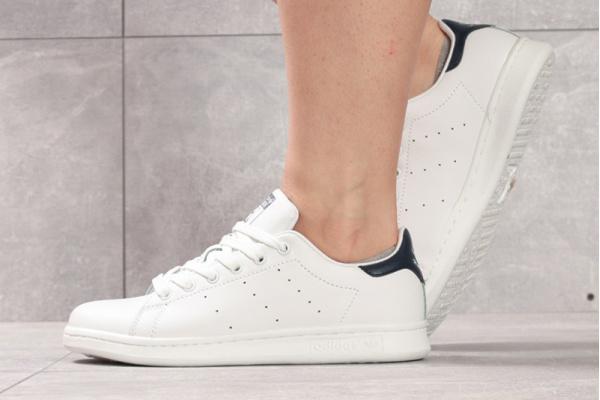 Женские кроссовки Adidas Stan Smith белые с темно-синим
