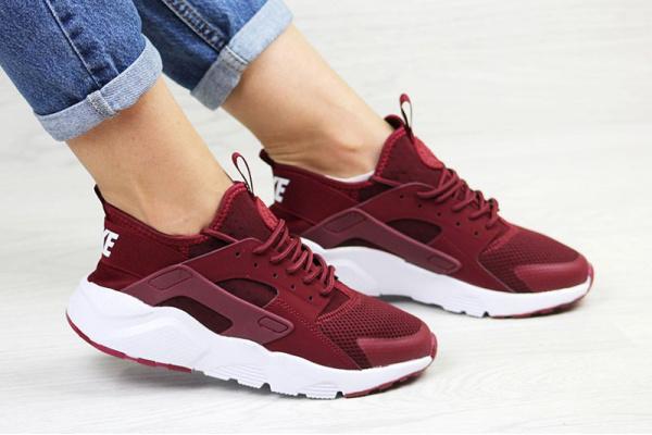 Женские кроссовки Nike Air Huarache бордовые