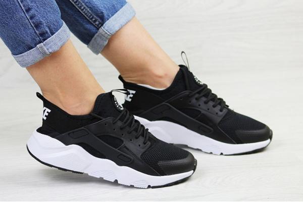 Женские кроссовки Nike Air Huarache черные с белым