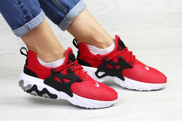 Женские кроссовки Nike Air Presto React красные