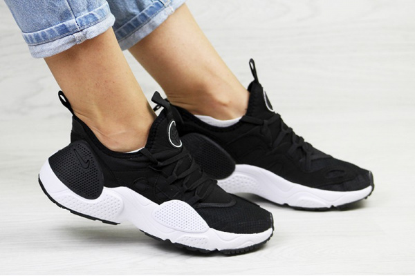 Женские кроссовки Nike Huarache E.D.G.E. черные с белым