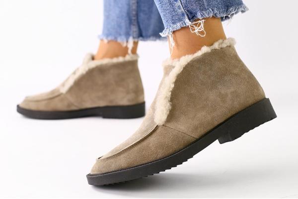 Женские ботинки лоферы на меху светло-коричневые