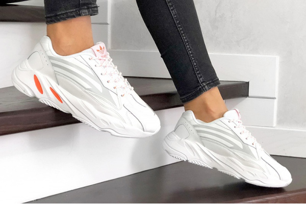 Женские кроссовки Adidas Yeezy Boost 700 V2 Static белые с оранжевым