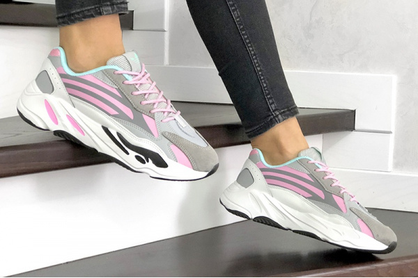 Женские кроссовки Adidas Yeezy Boost 700 V2 Static серые с розовым