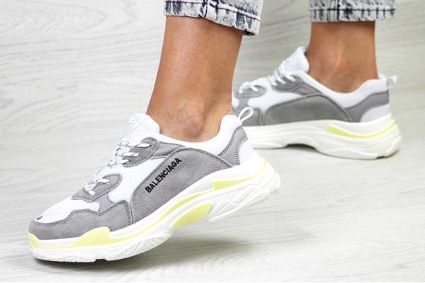 Женские кроссовки Balenciaga Triple S серые с белым