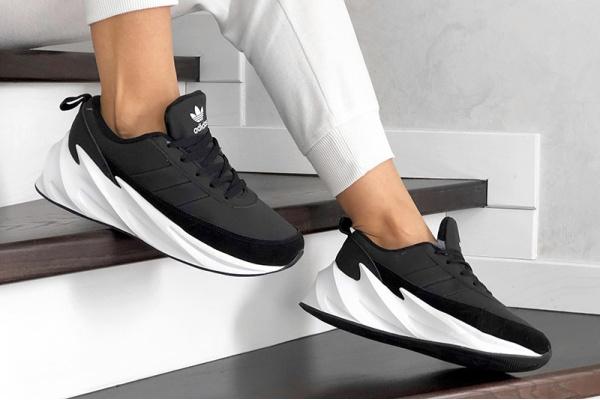 Женские кроссовки на меху Adidas Sharks Fur черные с белым