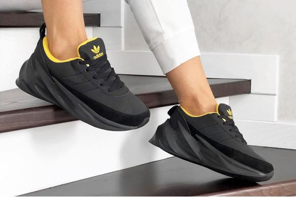 Женские кроссовки на меху Adidas Sharks Fur черные с желтым