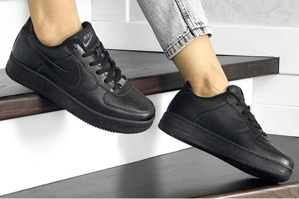 Женские кроссовки Nike Air Force 1 '07 черные