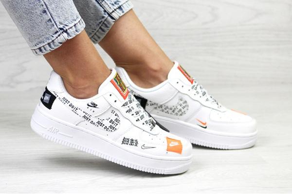 Женские кроссовки Nike Air Force 1 Just Do It белые
