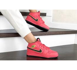 Купить Жіночі високі кросівки зимові Nike Air Jordan 1 Retro High OG червоні в Украине
