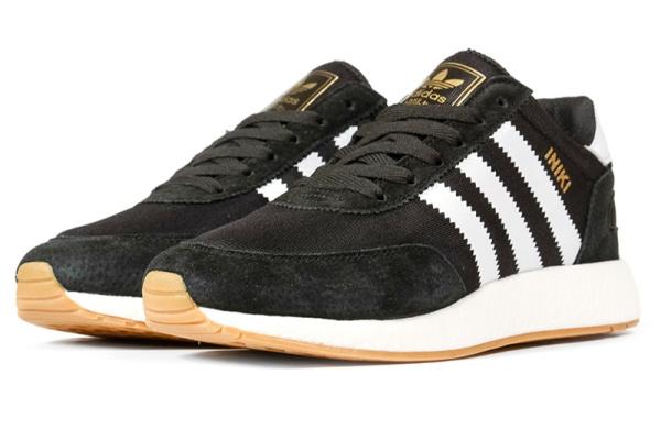 Мужские кроссовки Adidas Iniki Runner черные с белым