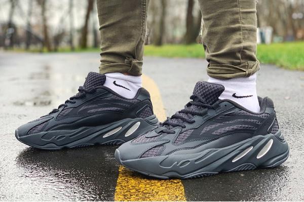 Мужские кроссовки Adidas Yeezy 700 V2 черные