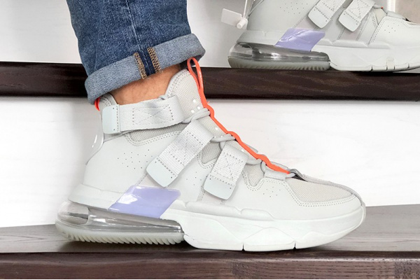 Мужские кроссовки Nike Air Edge 270 серые
