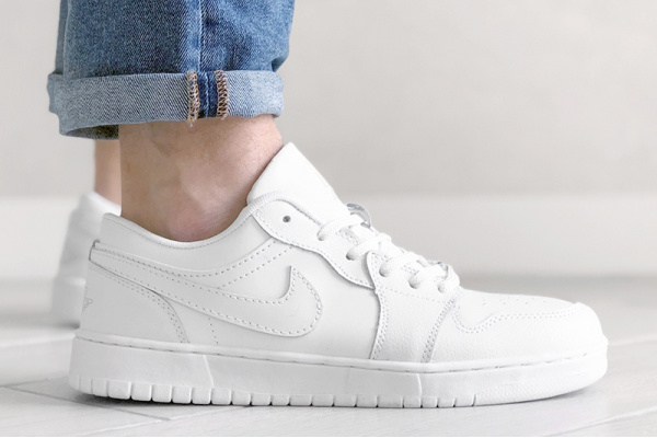 Мужские кроссовки Nike Air Jordan 1 Low белые