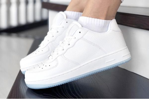 Женские кроссовки Force белые