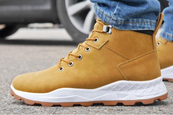 Мужские ботинки на меху светло-коричневые