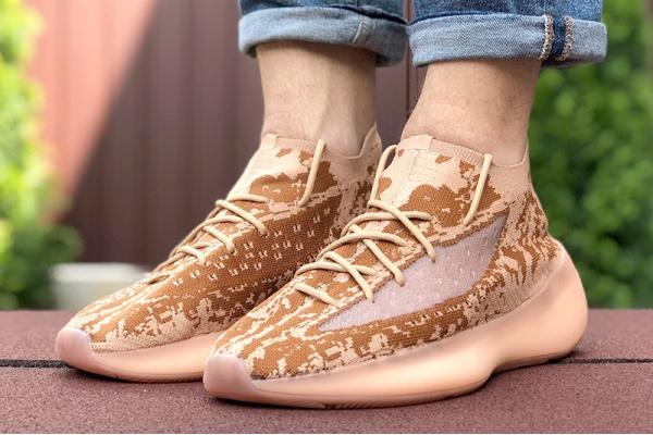 Мужские кроссовки Adidas Yeezy Boost 380 коралловые