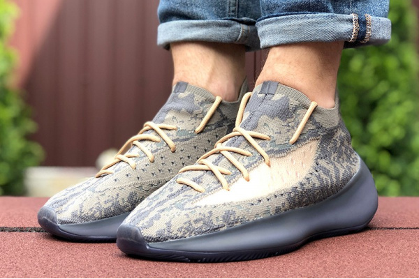 Мужские кроссовки Adidas Yeezy Boost 380 серые с бежевым
