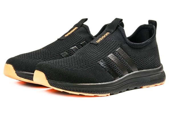Женские кроссовки Adidas Slip-on черные