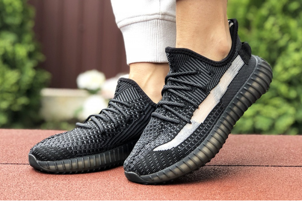 Женские кроссовки Adidas Yeezy Boost 350 V2 черные с серым